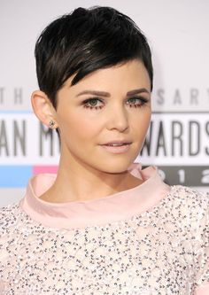 Happy Birthday, Ginnifer Goodwin! See Her Top 10 Beauty Moments: At the 2012 American Music Awards, Ginnifer went with a Twiggy makeup look, wearing false lower lashes and a bold brow duet.