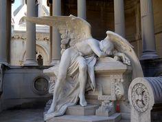 Geschichte des Cementiri Montjuïc: Die Stadt der Toten ist voller Engel. Denkend, flehend, kämpfend oder tragisch verzweifelt