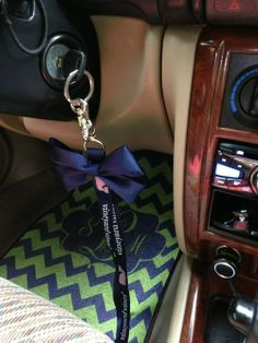DIY: perfect bow to put on your lanyard... SO CUTE I HAVE TO REPIN THIS, I love the floor mat too!