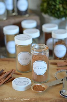 Free Printable Spice Jar Labels to Organize Your Kitchen Spice Jar Labels, Pantry Labels, Spice Jars, Kitchen Organisation, Spice Organization, Fun Activities For Preschoolers, Kitchen Colour Combination, Pantry Inspiration, Ginger And Cinnamon