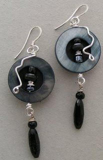 The Beading Gem's Journal: Button Jewelry Inspirations and Tutorials love it! must try! #ecrafty
