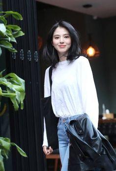 Medium Hair Styles, Short Hair Styles, Ootd Poses, Light Blue Aesthetic, Korean Celebrities, Girl Day, Medium Long, Ulzzang Girl, Hair Inspiration