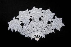 Gravura para emoldurar confeccionada em papel vegetal com desenhos em relevo. Um lindo presente! R$ 150,00