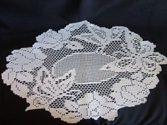 VINTAGE Doily Fliet Crochet 1940s or 50s oval, large butterflies and roses in a wide border, cream color