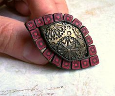 Red mosaic cocktail ring polymer clay oversize di HunkiiDorii