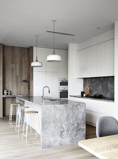 waterfall island | white kitchen | slab backsplash | cork & metal stools | oak wall | Est-Magazine-MimDesign-RelphAve02