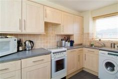 Wellington Court, Chivalry Road, SW11  For Sale £267,500 Subject to Contract Ideal for FTB or investor.