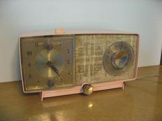 Vintage PINK atomic age clock radio. alarm clock and radio WORKS from General…
