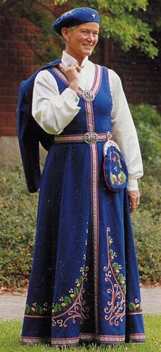 FolkCostume&Embroidery: Overview of Norwegian Costumes part the West. Leirfivel - Stavanger - new, Rogaland. Medieval Costume, Folk Costume, Costumes, Diy Fashion, Fashion Beauty, Ethnic Dress, World Cultures, Bergen, Traditional Dresses