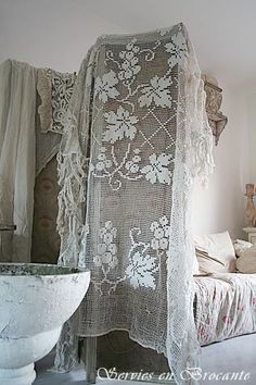 Old and shabby Shabby Chic Cottage, Shabby Chic Decor, Rustic Cottage, Shabby Vintage, Vintage Lace, Vintage Accessoires, Pearl And Lace, Lace Curtains, Lady Grey