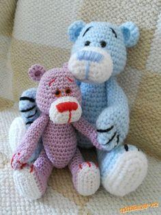 Tak jsem to teda nějak sepsala ať můžete medvídkem udělat radost i svý dětem :-) Velikost medvídka ... Crochet Teddy, Crochet Dolls, Crochet Baby, Crocheted Toys, Crochet Animals, Diy And Crafts, Projects To Try, Cross Stitch, Teddy Bear