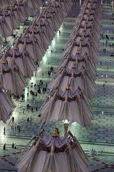 View Stock Photo of Medina Umbrella Project. Find premium, high-resolution photos at Getty Images. Medina Islam, Medina Mosque, Masjid Al Nabawi, Masjid Al Haram, Islamic Images, Islamic Art, Beautiful Mosques, Beautiful Places, Mecca Madinah