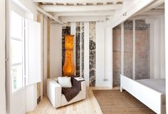 Rehabilitación de 9 pisos en el barrio gótico de Barcelona / EMBT