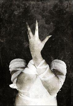 Mental Reflections by Ash Sivils The Man Machine, American Horror Story Freak, Dark Portrait, Bizarre Art, Dark Gothic, Foto Art, Guided Meditation, Dark Beauty, Black Art