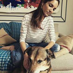 Eugenia Silva subió a sus redes sociales una bonita foto junto a su perro neoyorquino y sus pendientes de apodemia