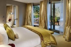 golden decorations in the bedroom - bedspread and curtains