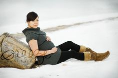 winter maternity, cute sweater and boots Winter Maternity Pictures, Winter Maternity Outfits, Family Maternity Photos, Maternity Poses, Pregnancy Outfits, Pregnancy Photos, Maternity Photography, Photography Ideas, Belly Photos
