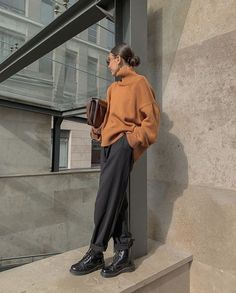 Boots and sweater – Mode – outfits Mode Outfits, Fall Outfits, Casual Outfits, Fashion Outfits, Normcore Fashion, Smart Casual Outfit, Swag Fashion, Minimal Outfit, Casual Clothes