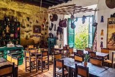 Interior de Café Bar de #Cundinamarca #PuebloPatrimonio #Colombia #ViajesporColombia #Guiadeviaje #ViajarporColombia Café Bar, Beautiful Places, Interior, Travel, Places To Travel, Mountain Range, Indoor, Viajes, Destinations