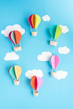 Get ready to soar into the big blue sky with these cute Hot Air Balloon Crafts for Kids! Make hot air balloons out of paper, buttons, Washi tape and more! Hot Air Balloon Craft For Kids, Hot Air Balloon Paper, Diy Hot Air Balloons, Hot Air Ballon Diy, Balloon Crafts, Balloon Decorations, Couleur Rose Pale, Diy For Kids, Crafts For Kids