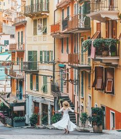 Twirling in the pastel filled streets of Cinque Terre ✨