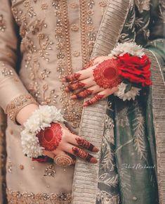 Cute Girl Poses, Cute Girls, Girls Dp For Whatsapp, Mehndi Hairstyles, Pakistani Culture, Simple Pakistani Dresses, Islamic Girl, Bridal Photography, Photography Poses