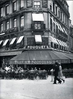 mimbeau: The Fouquet's - Les Champs Elysées Paris circa 1930 Agence Keystone Old Paris, Vintage Paris, French Vintage, Paris France, Parisian Cafe, Photo Vintage, Alphonse Mucha, Paris Photos, Tour Eiffel