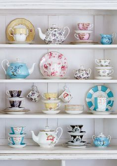 Add historical charm to your home with this 3 Piece 100 Years English Chintz tea set from Royal Albert. In celebration of Royal Albert's anniversary, it includes a teapot, sugar bowl and cream Shabby Vintage, Vintage Tea Cups, Vintage Tea Parties, Vintage Room, Vintage Party, Vintage Style, Retro Vintage, Royal Albert, Tea Cup Display