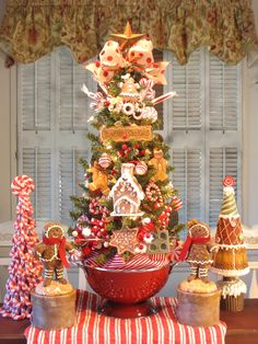 27 Kitchen Christmas Tree in Red Colander by Denise : Sweet Shoppe Ahead! 27 Kitchen Christmas Tree in Red Colander by Denise Gingerbread Christmas Decor, Gingerbread Decorations, Christmas Tree Themes, Christmas Tree Decorations, Christmas Wreaths, Gingerbread Men, Merry Little Christmas, Country Christmas, Christmas Home