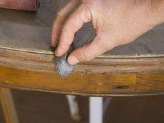 Restauración de una mesa antigua   Hacer bricolaje es facilisimo.com. Con lijado y cera, buena calidad de madera y acabado natural
