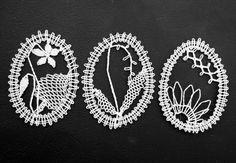paličkované velikonoční vajíčko/ bobbin lace easter egg ornament Lace Making, Bobbin Lace, Easter Decor, Easter Eggs, Soda, Ornaments, Bite Size, Lace, Beverage