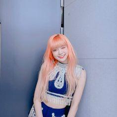Happy Little Pill, Yuehua Entertainment, South Korean Girls, Kpop Girls, Girl Group, Cool Girl, Punk, Celebs, Crop Tops