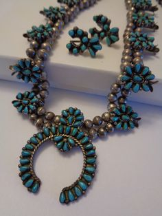 Old Zuni Handmade Squash Blossom Necklace With Matching Earrings Sterling Silver, Petit Point Turquoise Circa 1950(Etsy のLunaBellaForeverより) https://www.etsy.com/jp/listing/259105244/old-zuni-handmade-squash-blossom