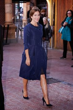 Crown Princess Mary of Denmark stepped out without her family in a royal blue ensemble to be serenaded by Melbourne's Symphony Orchestra on 26.08.2014