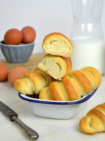 Pan de leche receta Protein Breakfast, Breakfast Recipes, Bread Recipes, Cooking Recipes, Veggie Omelette, Cooking Black Beans, All Vegetables, Vegetable Dishes, No Bake Desserts
