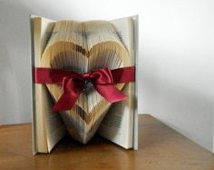 Bridal shower favor - Gift for book lovers - Romantic gift - Thoughtful gift - First anniversary gift - Paper anniversary - Wedding gift
