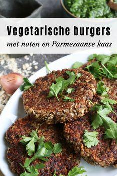 Vegetarische paddenstoelen-notenburgers . Zelf maken? Ontdek het recept op Beaufood.nl   Vega burgers, Vega burgers zelf maken, Gezond lunchen, gezonde burgers, Beaufood recepten #hamburgers #burgerporn #burgerrecipes #burger #foodphotography #vega #vegetarisch #vegaburges #notenburgers