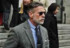 Style maverick Nick Wooster shows off one of the go to outfits for men. It's just a mix of grays and blues, but the textures set you apart. Men Sunglasses Fashion, Mens Sunglasses, Attitude, Nick Wooster, Herringbone Blazer, Middle Aged Man, Mode Style, Style Men, Men's Style