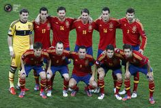 Spain's players pose for a team photo before the start of their Euro 2012 final soccer match against Italy at the Olympic stadium in Kiev Spain Football, Spain Soccer, Football Fans, Xabi Alonso, Xavi Hernandez, Spain Vs Italy, Real Madrid, Sergio Busquets, Sergio Ramos