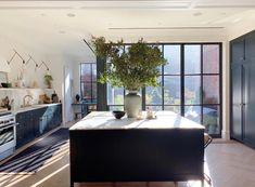 43 Luxury Farmhouse Kitchen Design Ideas To Bring Modern Look Home Interior, Kitchen Interior, Kitchen Decor, Kitchen Design, Kitchen Centerpiece, Home Design, Interior Design Inspiration, Home Kitchens, Townhouse