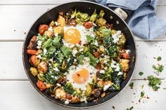 Ground turkey hash gets a kick from our house-made green harissa and is cooked up with eggs for a hearty breakfast-for-dinner in a skillet. Paleo Stir Fry, Stir Fry Recipes, Veggie Recipes, Paleo Recipes, Healthy Snacks For Kids, Healthy Cooking, Healthy Eating, Snacks Kids, Turkey Hash