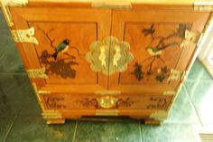 Chinoiserie chest with green birds