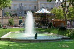 Saint Etienne, Fountain, Saints, Mansions, House Styles, Outdoor Decor, Home Decor, Fine Dining, Decoration Home