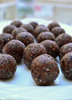 These Thermomix Chocolate Chia Bliss Balls are so rich and gooey and filled with so much goodness. They& the perfect energy snack to keep in the fridge Energy Snacks, Energy Bites, Lchf, Bellini Recipe, Bliss Balls, Protein Ball, Balls Recipe, Afternoon Snacks, Healthy Treats