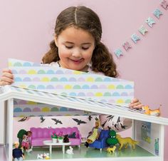 With the NEW Lundby Creative House kids can be as creative as they like, thanks to the sliding wall panels and complementing simple and colourful furniture pieces. The new basic furniture range makes for a free play experience with the versatility to change the look quickly and simply, there are no rules. Buy now