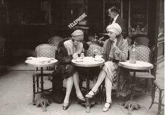 1920's parisian flapper women