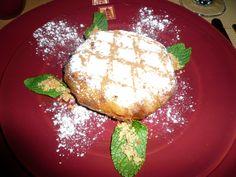 La pastilla est un plat traditionnel du Maghreb, originaire d'Andalousie, constitué d'une sorte de feuilleté, à base d'oignon, de pigeons, de persil, de coriandre, d'œuf dur et d'amandes, mélange de sucré et de salé parfumé à la cannelle.