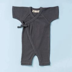 Take the stress out of getting baby dressed with our adorable kimono-style short sleeve romper. Trendy Kids, Stylish Kids, Baby Boy Outfits, Kids Outfits, Baby Kimono, Gender Neutral Baby Clothes, Matching Family Pajamas, Baby Jumpsuit, Organic Baby Clothes
