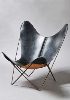 Jorge Ferrari Hardoy (1914–1977), Antonio Bonet (1913–1989), and Juan Kurchan (1913–1975) | Butterfly Chair (aka 'BKF' Chair, Hardoy Chair, or Sling Chair) | 1938