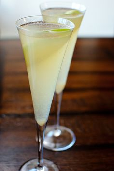 Sparkling Pear Sangria  6 oz, 2 oz freshly squeezed lemon juice, 5 oz pear nectar, sparkling wine, preferably a sweeter variety, chilled, thinly sliced pear slices, for serving